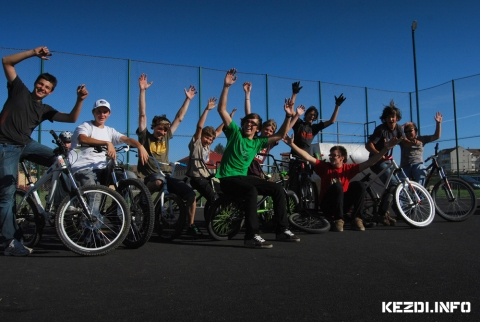 Kézdi Rollerz - Big Up Kru High Five Bikers